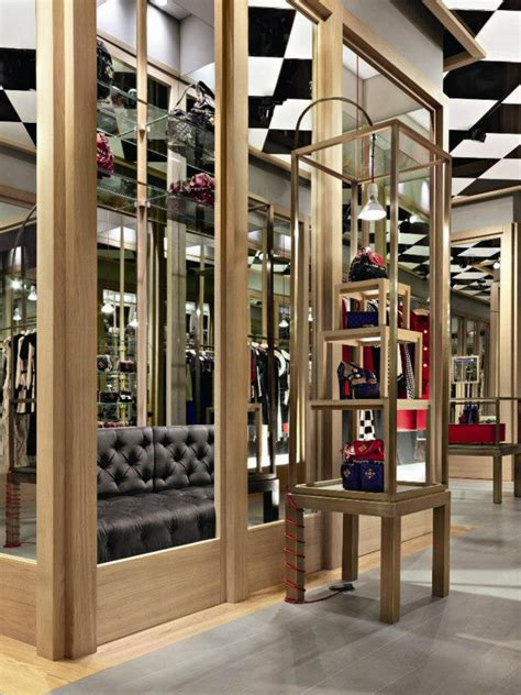 » Moschino boutique by Michele De Lucchi, Milan – Italy
